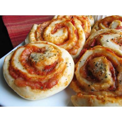 Pizza tekercs öntettel